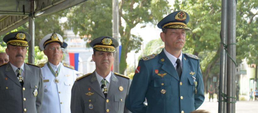 Comandante Geral do CBMPA recebe medalha do Exército Brasileiro