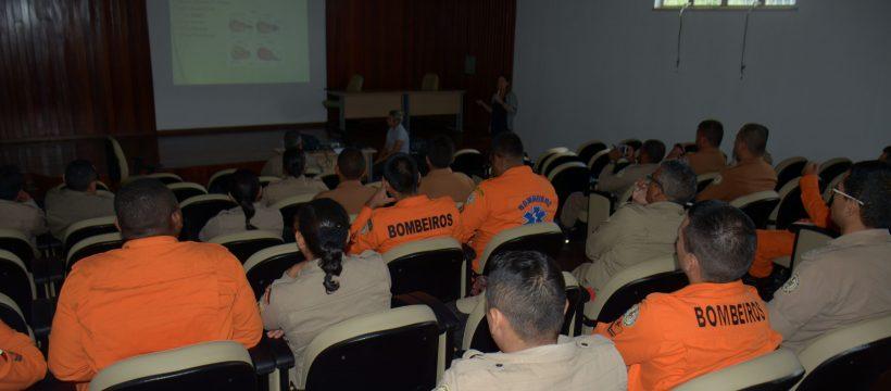 Bombeiros participam de palestra sobre assistência no parto