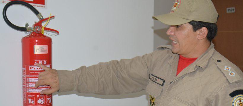 Bombeiros realizam Curso de Combate a Incêndio para Porteiros e Moradores(CIPOM)