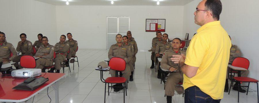 Palestra sobre cerimonial e assessoria é realizado aos alunos do 6° Pelotão Polo Abaetetuba
