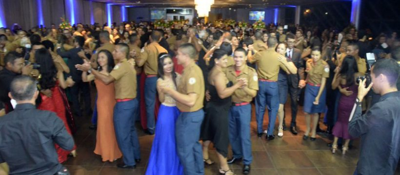 Novos soldados do Corpo de Bombeiros Militar do Pará celebram com Baile de formatura em Belém