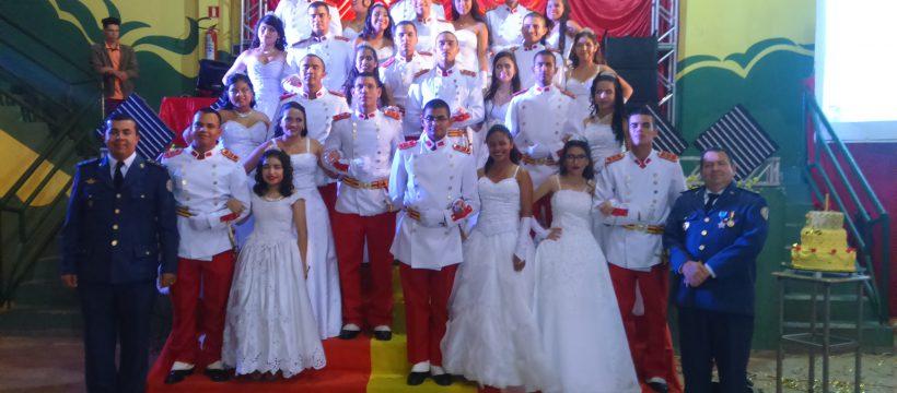 Cadetes da ABM realizam sonho em Baile de Debutantes no 17° GBM