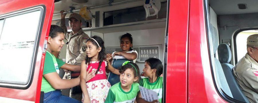 Crianças homenageiam bombeiros pelo dia do Bombeiro Paraense em Vigia