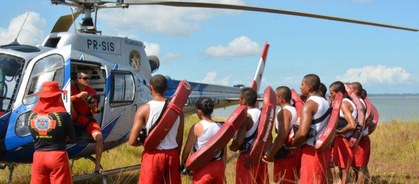 Grupamento Marítimo Fluvial realiza instrução de Salvamento com aeronave