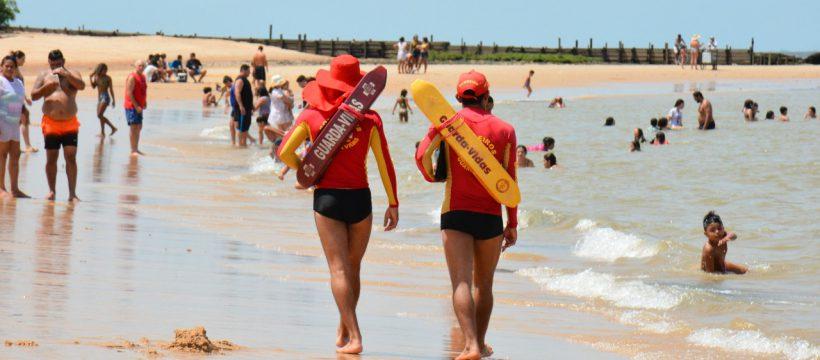 Praias com reforço de guarda vidas nesta virada de ano