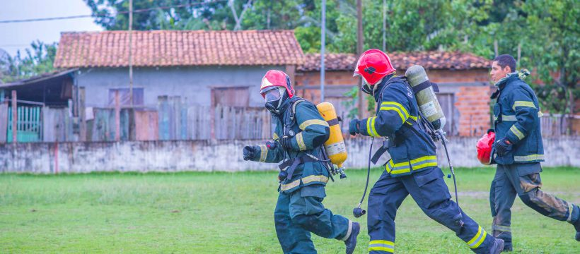 12° GBM realiza instrução de adaptação de EPI de incêndio