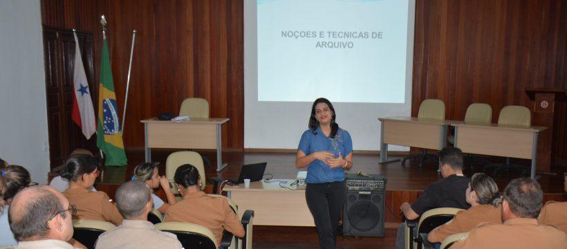 Militares e voluntários civis participam de curso sobre técnicas de arquivo