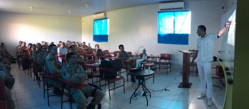 Bombeiros do 4º GBM participam da palestra sobre qualidade de vida.