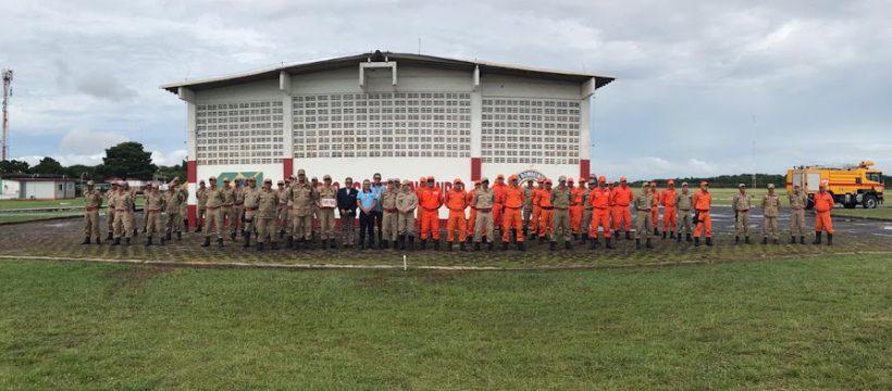 Militares do 4º GBM e 4ª SBM participam de formatura semanal e instrução de resgate em escombros, no Aeroporto de Santarém