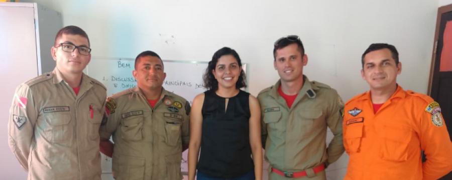 Bombeiros participam de palestra sobre psicologia infantil em Salinas