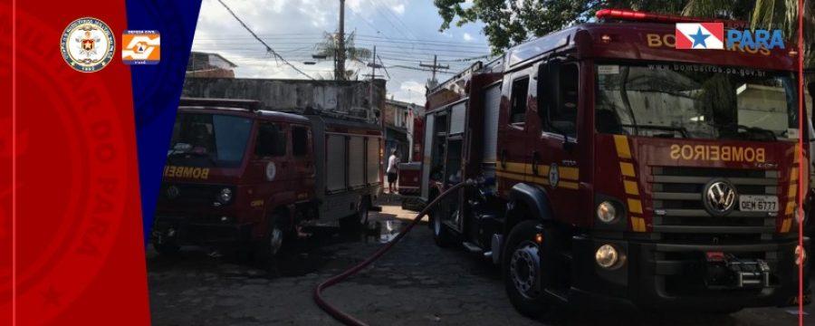 INCÊNDIO ATINGE GALPÃO NA BERNARDO SAYÃO