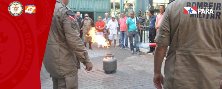 Corpo de Bombeiros faz ação preventiva no mercado Ver-o-Peso