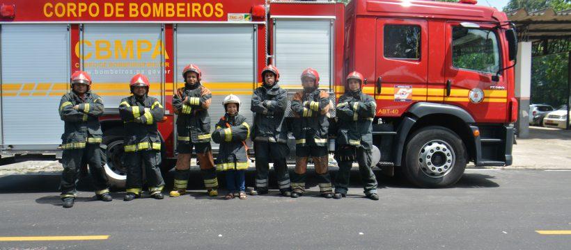 MENINO COMEMORA ANIVERSÁRIO COM VISITA AO COMANDO GERAL DO CORPO DE BOMBEIROS MILITAR DO PARÁ