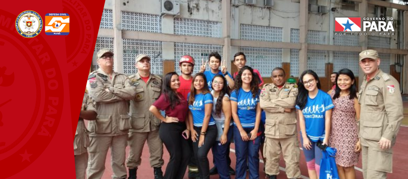 Bombeiros Militares participam de Feira vocacional em escola