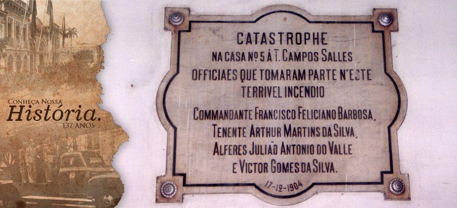 Placa fixada  na entrada do antigo Comando Geral