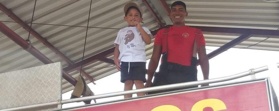 Menino de 4 anos realiza sonho de conhecer o Corpo de Bombeiros