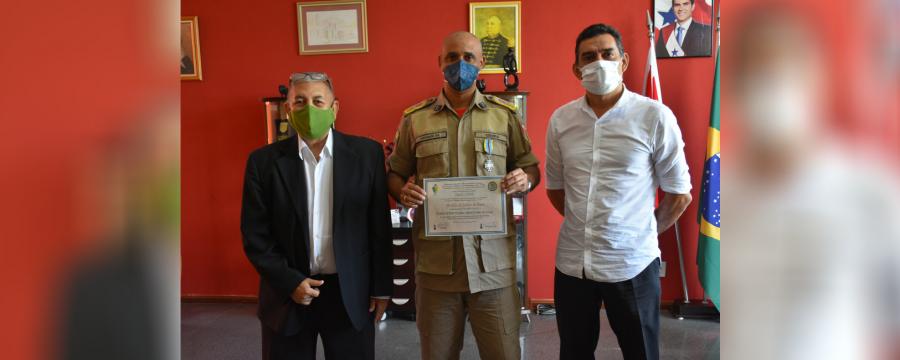 COMANDANTE GERAL DO CBMPA RECEBE MEDALHA DO JUBILEU DE PRATA DA ASSOCIAÇÃO BRASILEIRA DAS FORÇAS INTERNACIONAIS DE PAZ DA ONU