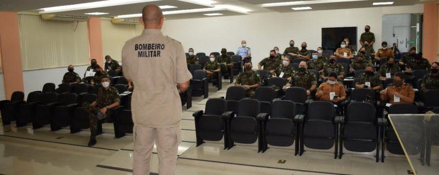 MAJOR DO CBMPA MINISTRA PALESTRA EM SIMPÓSIO DAS FORÇAS ARMADAS NO AMAZONAS