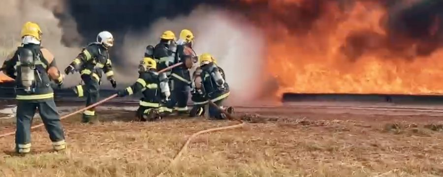 BOMBEIROS MILITARES REALIZAM ATUALIZAÇÃO DE BOMBEIRO DE AERÓDROMO EM GOIANA-GO
