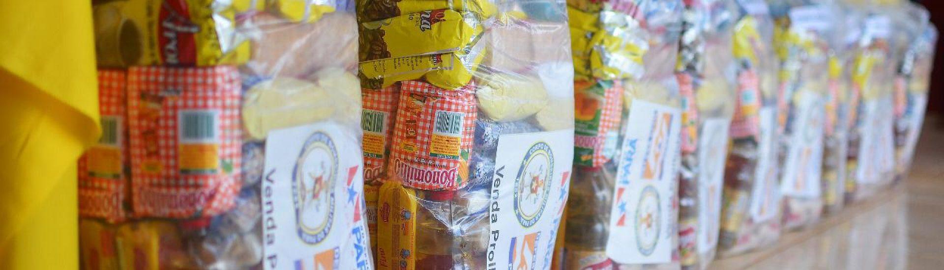 Na tarde desta segunda-feira a equipe da Defesa Civil esteve no município realizando o repasse de 200 cestas básicas
